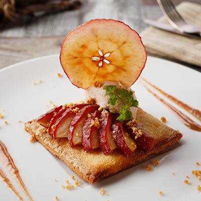 温かいリンゴのタルト