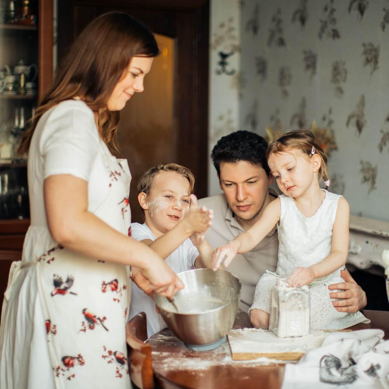 家族でお菓子作り