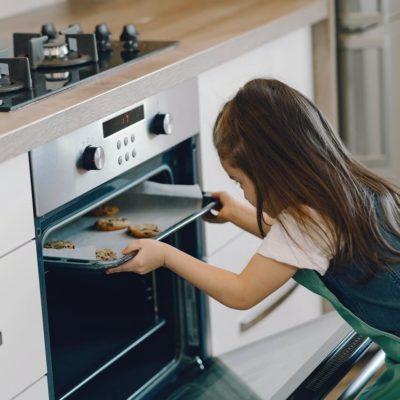 オーブンと子供